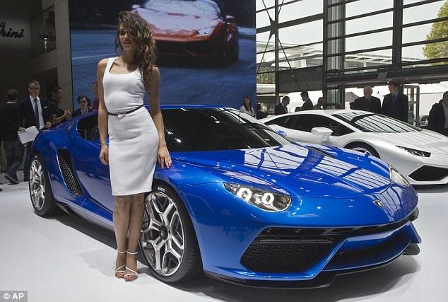 Presentazione del concept al Salone dell'auto di Parigi.