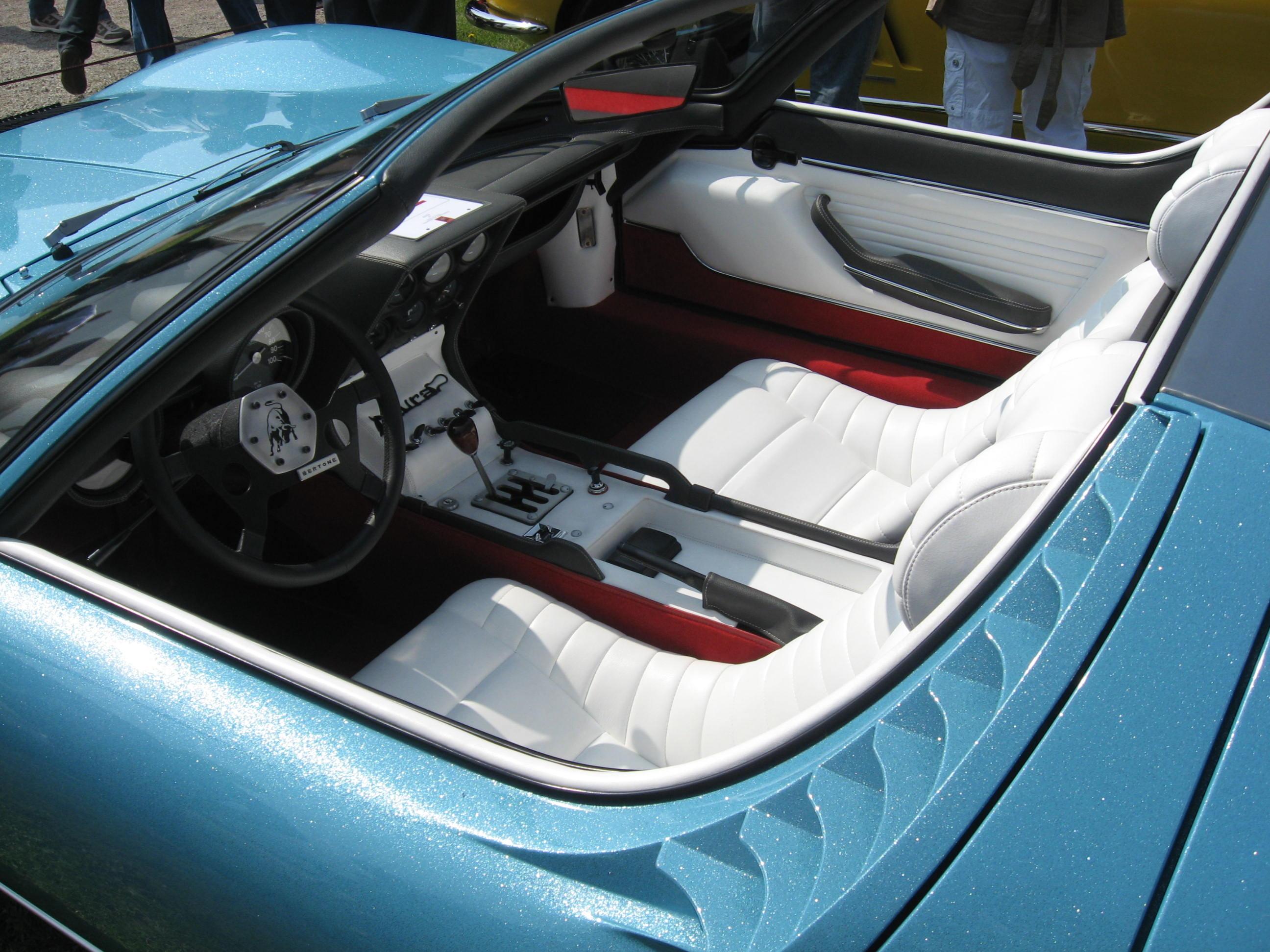 Interno della Miura Roadster, la somiglianza con Asterion è visibile.