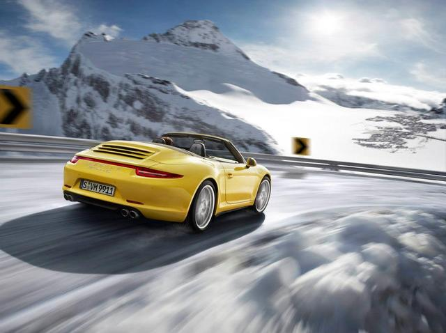 porsche-911-carrera-4S-cabriolet-cornering-snow