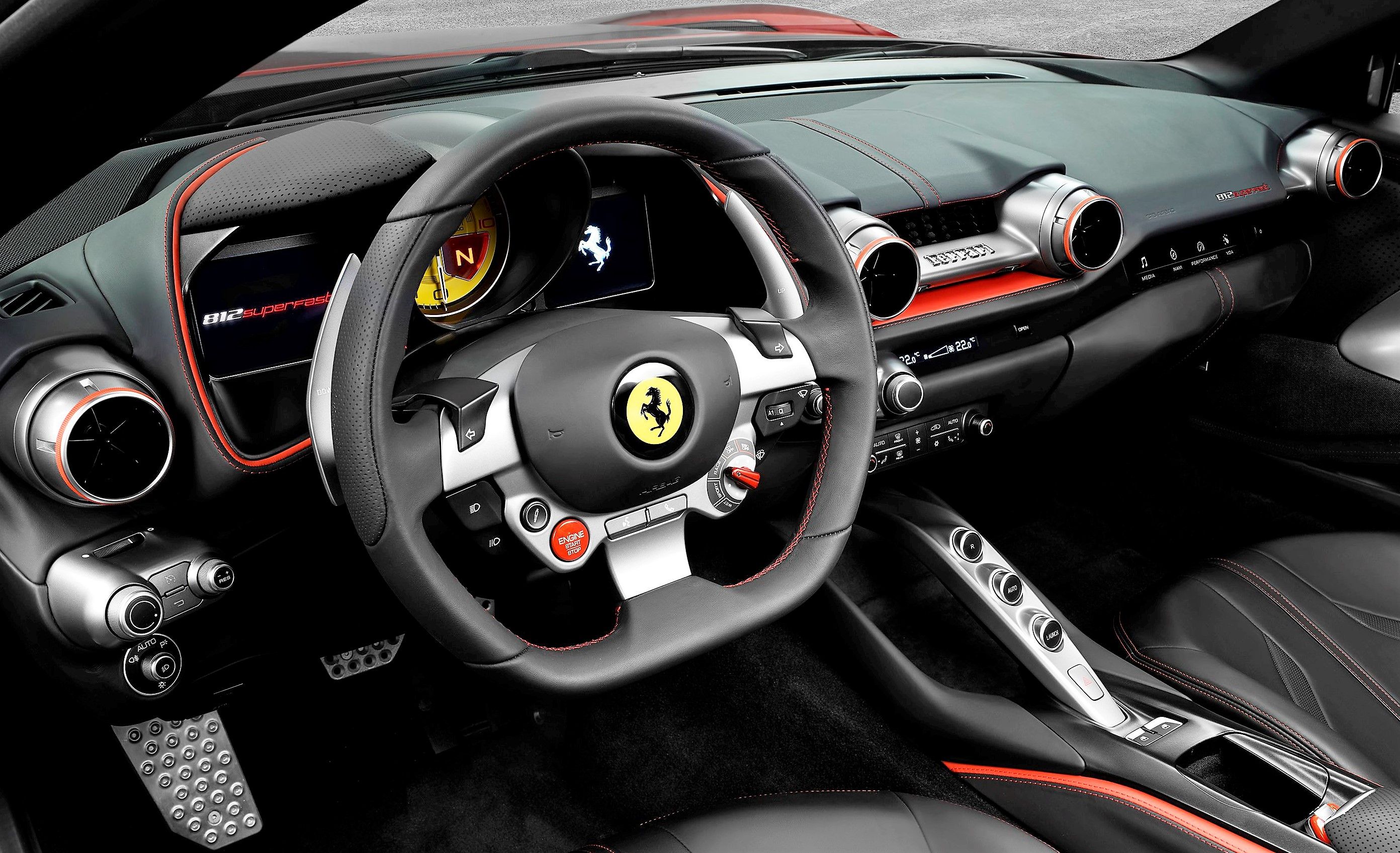 ferrari 812 superfast interno